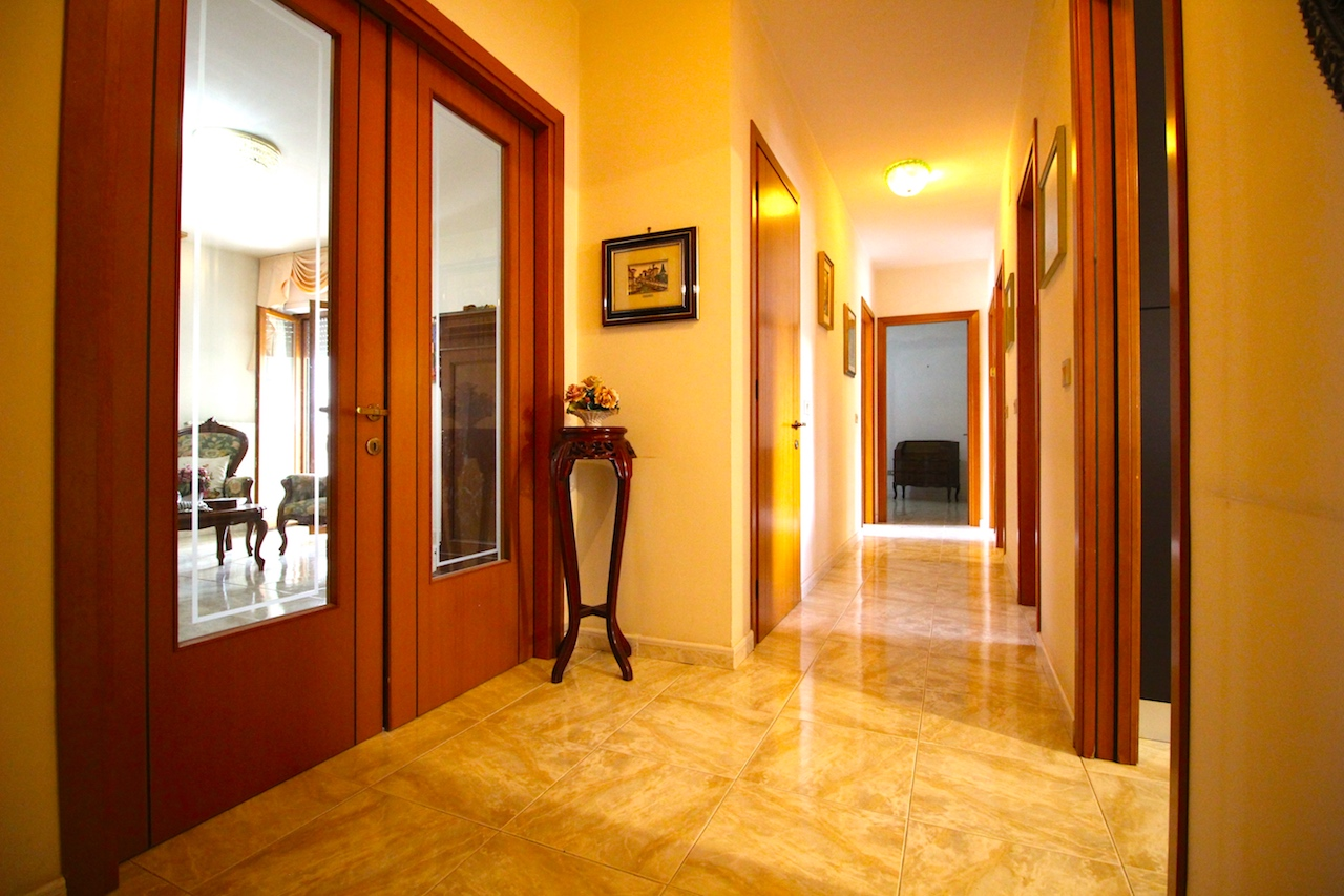 Lama – Luminoso quarto piano in Riviera Saint Bon
